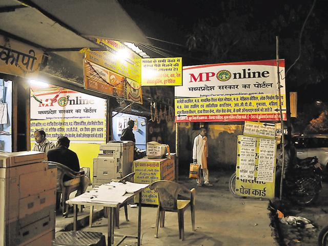 There are more than 15,000 kiosks in MP that help fill up examination forms, download roll numbers and provide related services. Mujeeb Faruqui/ HT photo