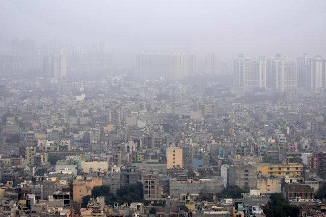Noida, India – November 08, 2016: Though the pollution level remains severe, it has slightly declined Noida with visibility improving considerably. Weather department say the pollution level is not likely to come down soon, in Noida, India, on Tuesday, November 08, 2016. (Photo by Sunil Ghosh / Hindustan Times)