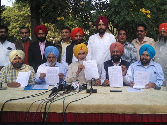 Aapna Punjab Party (APP) president Sucha Singh Chhotepur releasing the first candidate list on Wednesday.