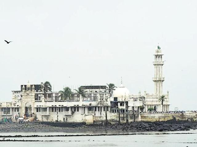 The Haji Ali dargah administration got attendants to stand near the donation box to keep an eye on the notes being put in the donation box.