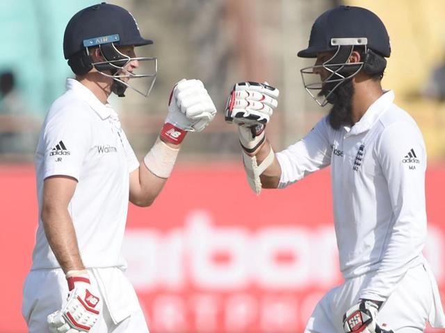 Joe Root and Moeen Ali shared a 179-run stand, with Root notching up his 11th Test century.(AFP)