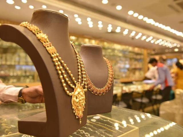 Jewellery shop are open at Burra bazar but there are no customers in Kolkata .