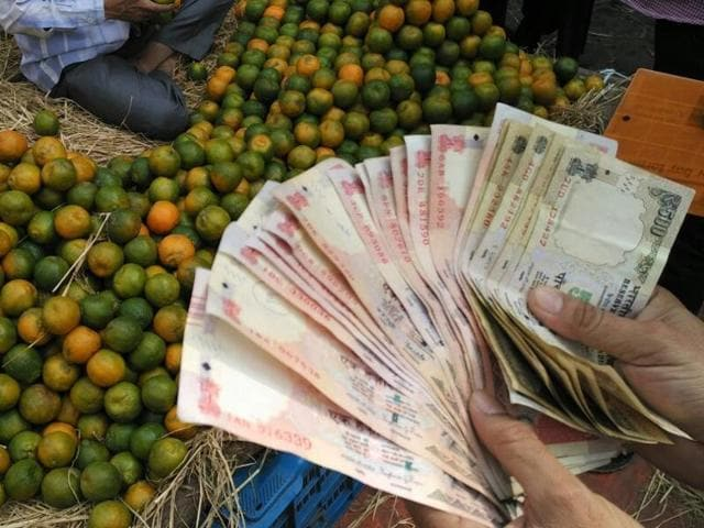 Scrapping 1000-and 500-rupee banknotes is unlikely to eliminate illicit flows altogether.(Subhankar Chakraborty/HT Photo)