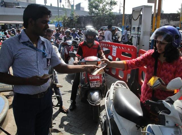 Motorists throng a petrol pump in Thane after Narendra Modi's announcement to scrap notes of Rs500 and Rs1,000 denominations.