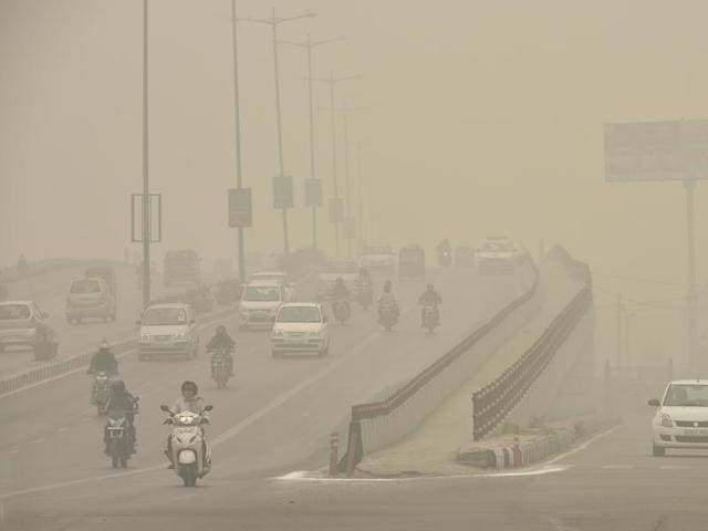 Delhi was covered by thick smog last week.