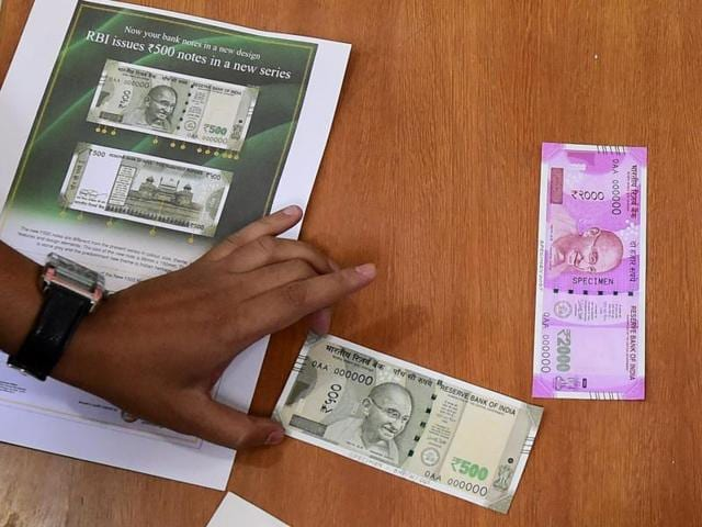 RBI displays the newly issued rupees 500 and 2000 notes at Reserve Bank of India headquarters in Mumbai on Wednesday.(PTI Photo)