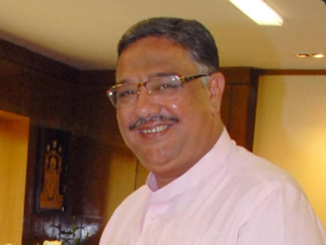 Primary and higher education minister, Tanveer Sait, was caught going through seemingly pornographic photos on his phone at a state-sponsored event in Karnataka.(Twitter)