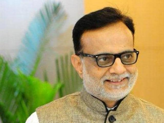 Hasmukh Adhia,currency notes ban,government intervention