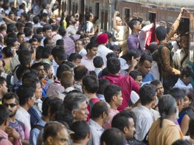 Staggered office timings,crowded mumbai trains,mumbai local