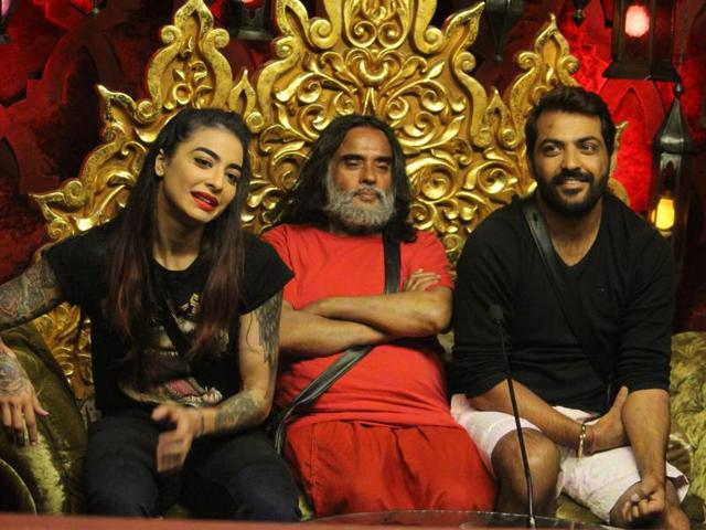 Bani, Swami and Manu are the first ones to enter the confession room and are given a task called 'Siyaasat'.