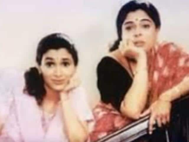The popular sitcom Tu Tu Main Main is one saas-bahu drama that is etched in our hearts till date. It revolved around a stubborn mother-in-law, played by Reema Lagoo and a quirky daughter-in-law, enacted by Supriya Pilgaonkar.