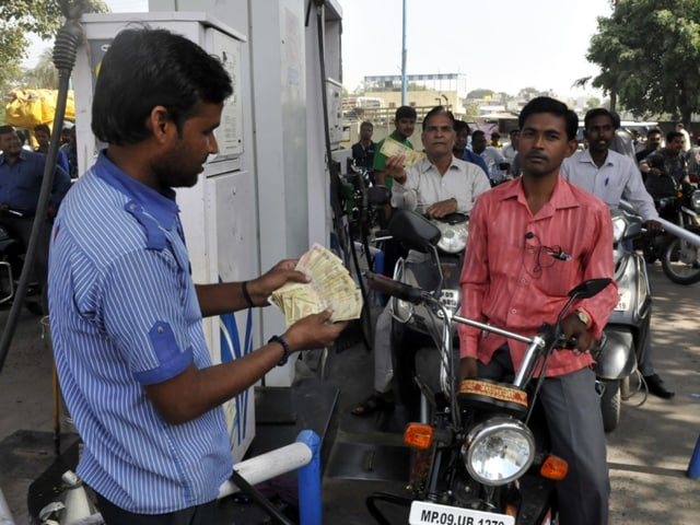Huge rush at a filling station following demonetization of Rs 500 and 1000 currency notes in Indore on Wednesday.