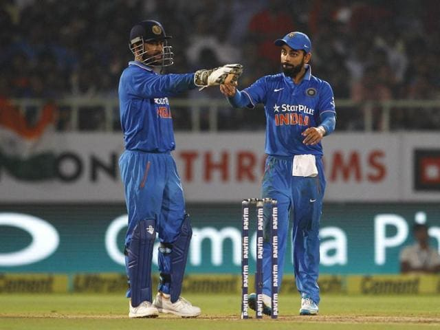 India's captain Mahendra Singh Dhoni, left, and teammate Virat Kohli direct fielders to take their positions during their fifth and last one day international cricket match against New Zealand in Visakhapatnam, India, Saturday, Oct. 29, 2016. (AP Photo/Aijaz Rahi)