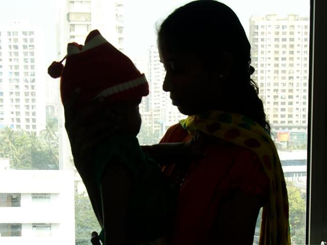 Jaishan Tamilarasan with his mother Sudha, 24, a homemaker, who brought him to Mumbai last month for treatment.(HT PHOTO)