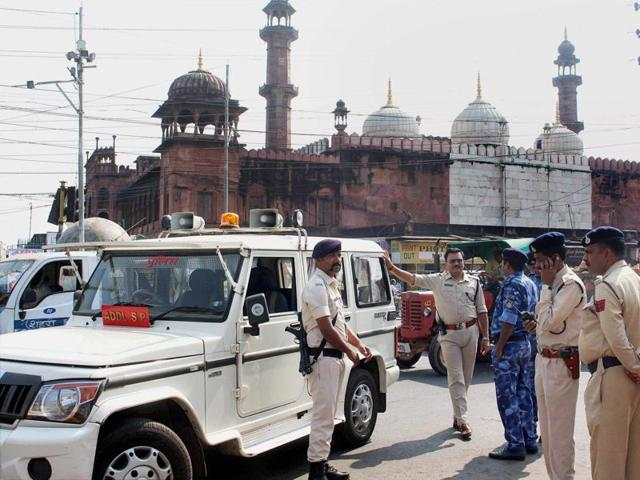 Heavy police force deployed for security in the wake of the SIMI encounter, in Bhopal.