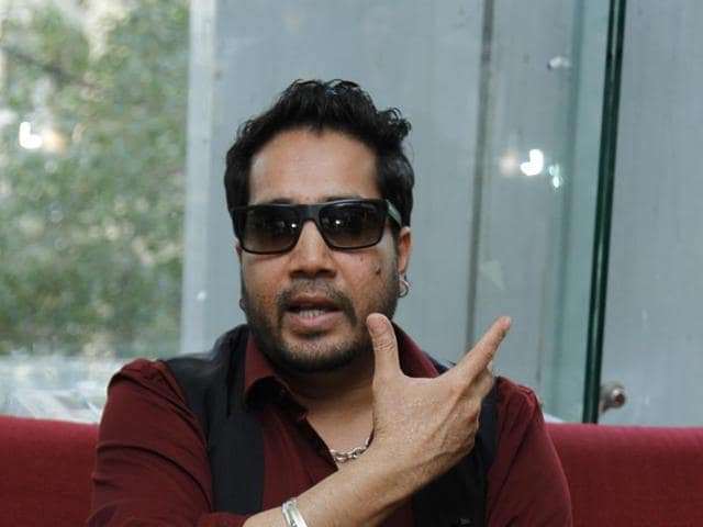 Bollywood singer Mika Singh is collaborating with Shaggy for a music video.
