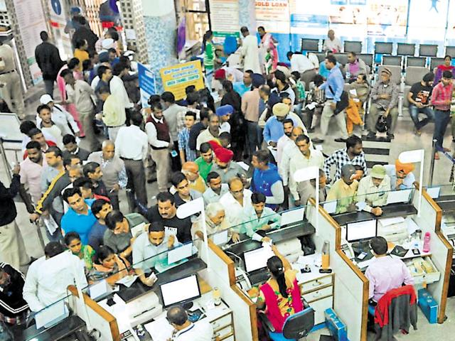 A heavy rush at main brach of State Bank Of India to deposit or exchange  currency notes of Rs 500 and Rs 1000 in Jalandhar on Thursday.