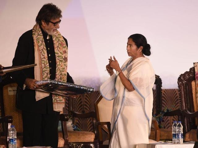 Amitabh Bachchan inaugurated the 22nd Kolkata International Film Festival  on Friday. Also present on the occasion were actors Jaya Bachchan, Shah Rukh Khan, Sunjay Dutt, and Parineeti Chopra.