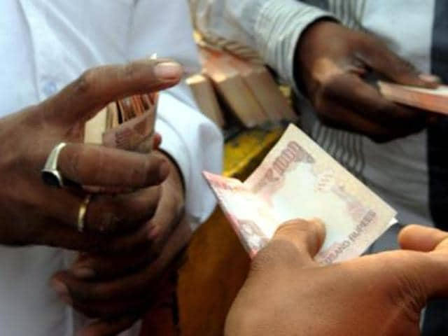 Demonetised Rs 1,000 notes were found floating in the Ganga river at Nayaghat area here, police said.