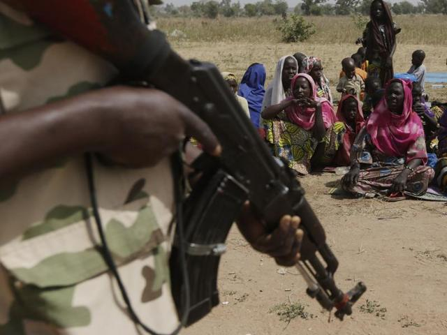 Hundreds of Boko Haram fighters and their families have reportedly surrendered in Chad in the past month.