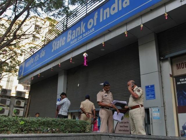 Police at a bank branch at Hari Om Nagar Mulund, Mumbai, on Friday.