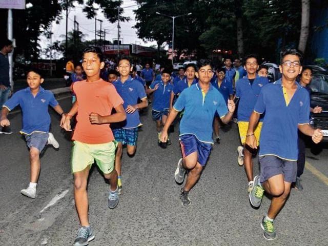 Schoolchildren participate in the 2.5-km relay sprint at Upvan in Thane (West), on Sunday.