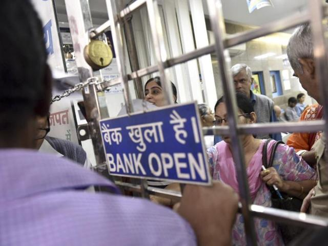 SBI cashier dies of heart attack in Bhopal amid rush to exchange notes