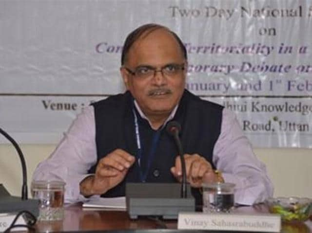 Dr Vinay Sahasrabuddhe, BJP national vice-president,  held an informal interaction with journalists in Bhopal on Monday.
