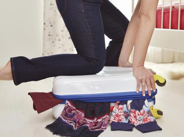 New services allow travellers to rent their wardrobes while travelling.
