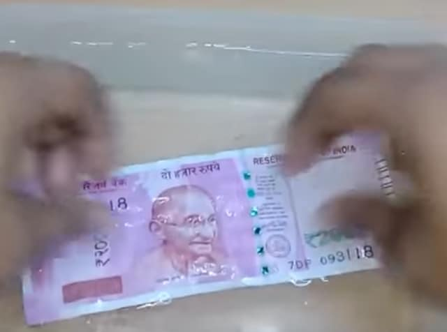 The Rs 2,000 notes, which are being introduced for the first time, has motif of the Mangalayan on the reverse, depicting the country's first interplanetary venture.
