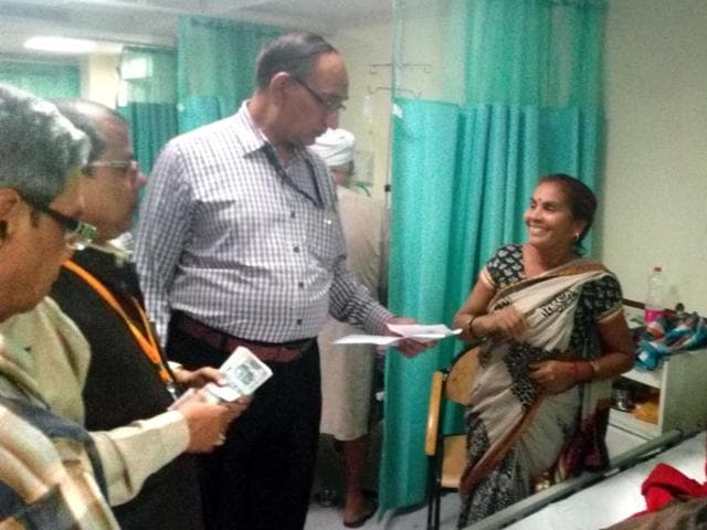 Kailash Chand Sharma offering lower denomination currency notes to patients and their relatives at RML Hospital.