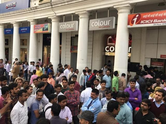 New Delhi: People queue up before an ATM on Sansad Marg on withdraw cash on Monday. Both ATMs and banks have reported unprecedented rush ever since the Centre scrapped Rs 500 and Rs 1000 banknotes.