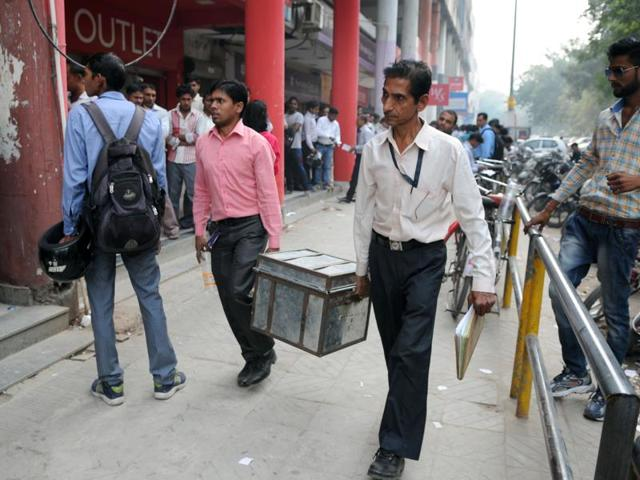 Bank officials bring cash in new denominations to the bank branch in Sector 14 in Gurgaon on Thursday