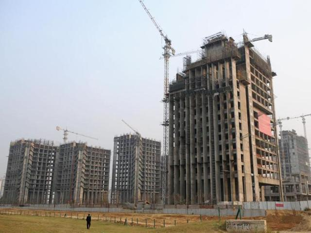 Construction work in the city was suspended on November 7 following a week of smog and extremely high air pollution after Diwali on October 30.