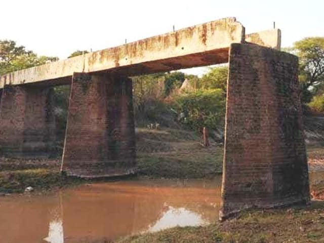 """The Supreme Court had in March 2016 ordered the state to maintain status quo on the SYL canal land after the Punjab assembly had unanimously approved a bill to return it to its owners. While that bill is still awaiting assent of the governor, the Punjab cabinet has gone ahead and issued the """"executive decision"""", denotifying the canal land.(HT File Photo)"""