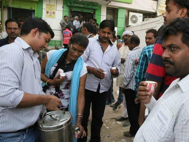 Customers standing in long queues to exchange currency outside a bank in Jaipur, served tea on Tuesday.