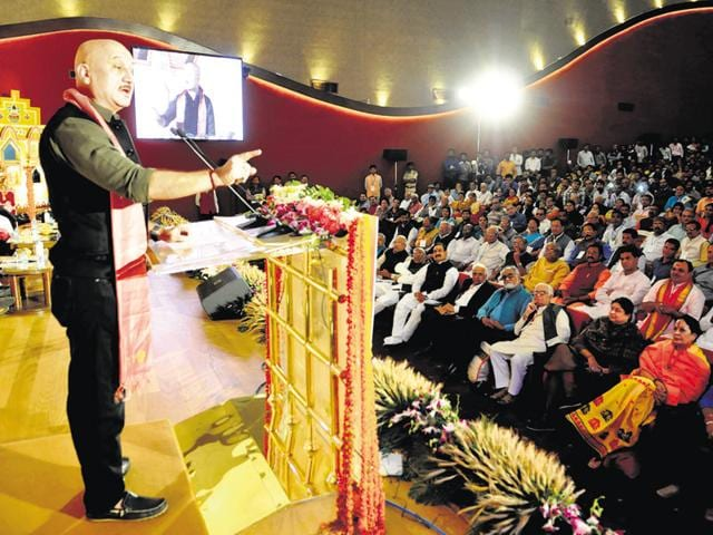 Anupam Kher addressing the concluding session of Lokmanthan in Bhopal on Monday.