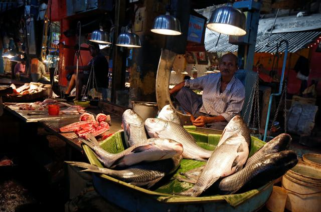 Fish vendors came to the rescue of lakhs of people by giving them the much-needed change after the Modi government banned large denominations like Rs 500 and Rs 1,000.