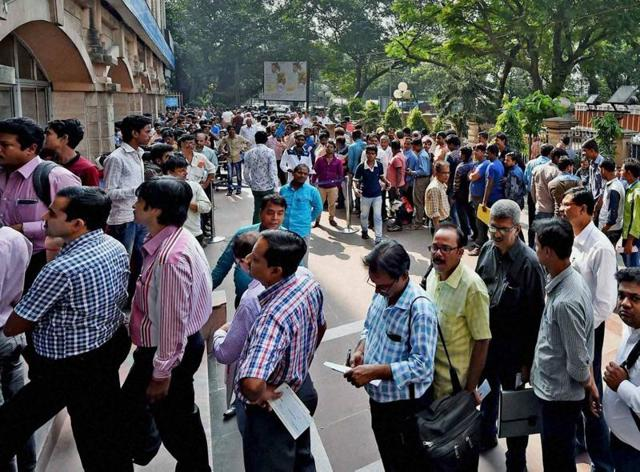 Thousands of people lined up hours before banks opened in towns and cities across the country, prompted by fears that ATMs would soon run dry, on day 7 of the demonetisation drive.(PTI)