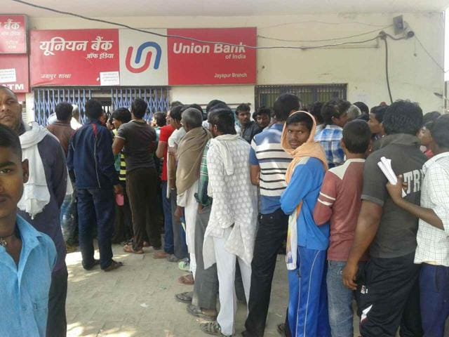 People wait long queues outside a Union Bank of India branch in Jayapur in Varanasi.