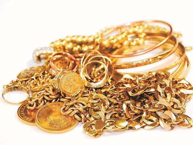 Jewellery shops in many parts of the state delayed closure on November 8 as many people rushed to convert their black money into gold.