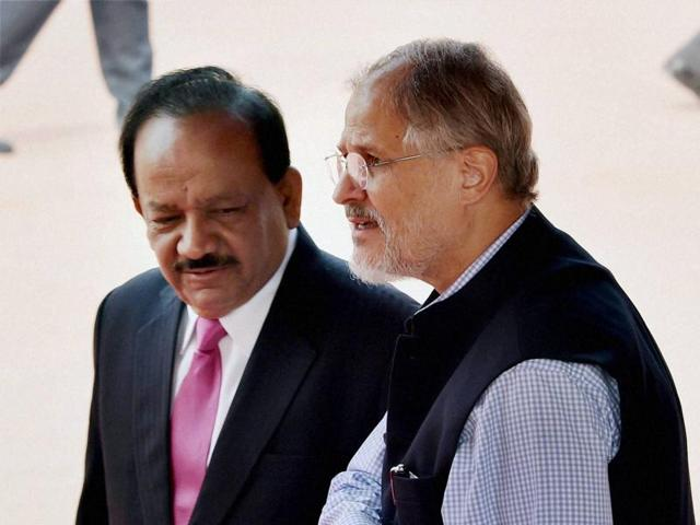 Harsh Vardhan, Union minister for science and technology, with Delhi L-GNajeeb Jung during the ceremonial welcome of the Israeli President Reuven Rivlin at Rashtrapati Bhavan in New Delhi on Tuesday.