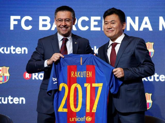FC Barcelona's President Josep Maria Bartomeu (L) and Rakuten's President and CEO Hiroshi Mikitani shake hands after signing a contract as main sponsor in Barcelona.