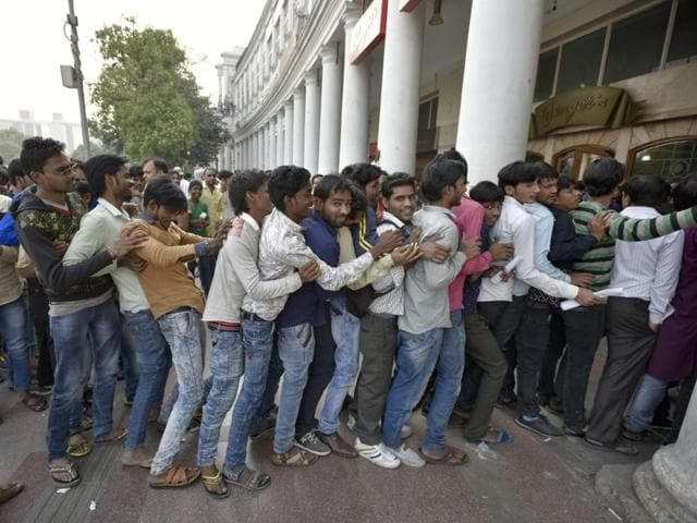 People stand in queue outside the Bank at Connaught Place in New Delhi on Tuesday.(Ravi Choudhary/Hindustan Times)