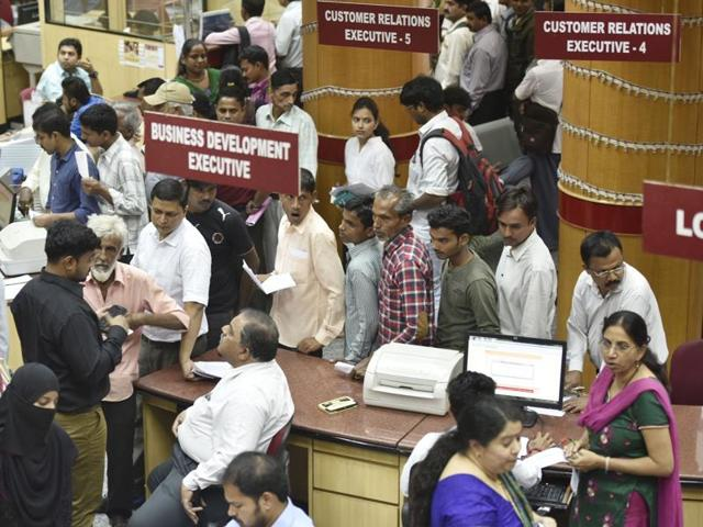 A token system at banks for senior citizens and directing private hospitals to accept payments in cheque were the other proposals.
