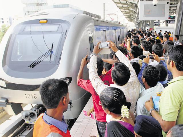 The Mumbai Metro One Pvt Ltd (MMOPL), which operates the Versova-Andheri-Ghatkopar Metro, has tied up with e-commerce company PayTM to enable commuters to buy single and return-journey tokens without tendering cash
