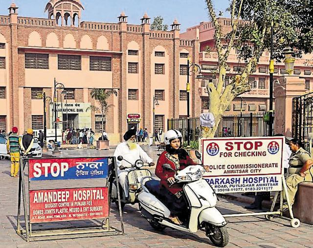 Amritsar city traffic police increased barricading at Heritage Street near Amritsar's Town Hall and declared it a no-vehicle zone on Tuesday.