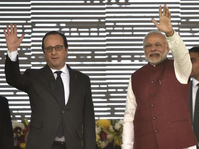 Prime Minister Narendra Modi and French President Francois Hollande during the inauguration of the Interim Secretariat of the International Solar Alliance & Foundation Stone laying Ceremony of International Solar Alliance Headquarters at Gurgaon ,Haryana on January 25, 2016.