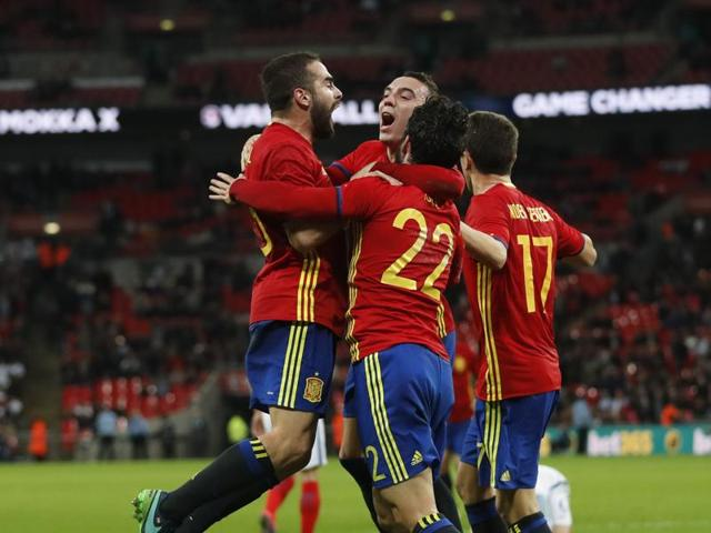 Late goals from Iago Aspas and Isco helped a second-string Spain team snatch  a 2-2 draw against England.