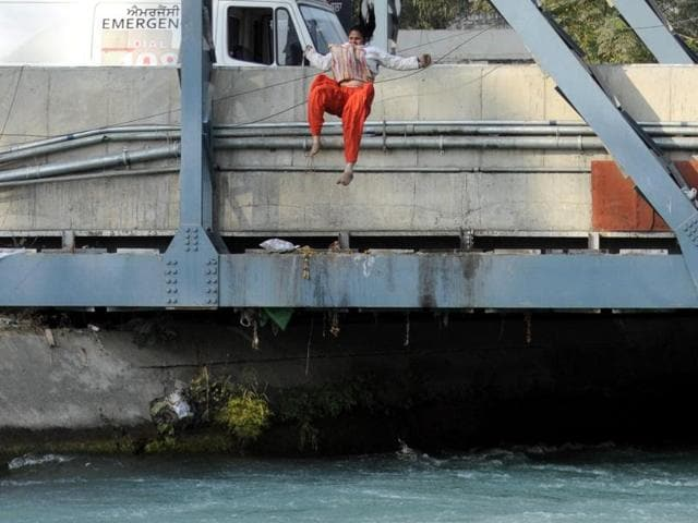 Karamjit Kaur jumping into the canal in Patiala on Wednesday, November 16.